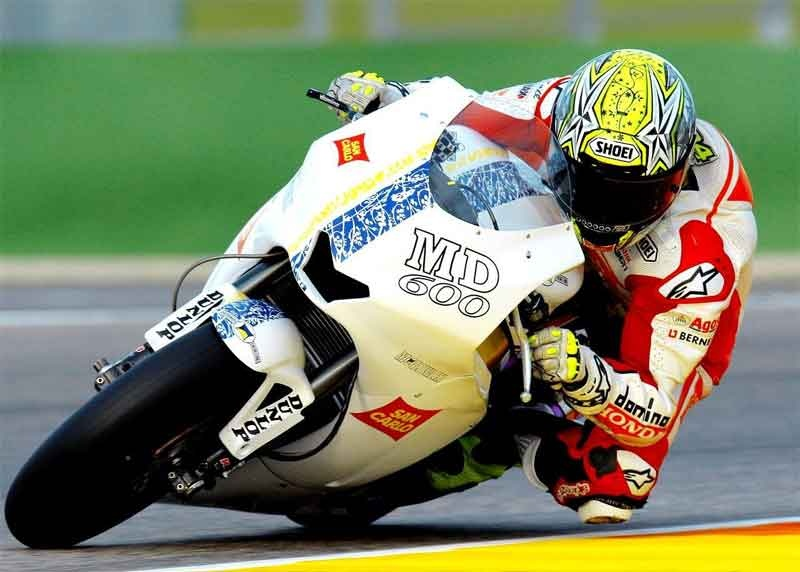 http://www.appliedproductdesign.co.uk/news/wp-content/uploads/2010/02/Toni-Elias-testing-the-Moto2-machine.jpg